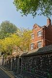 传统砖瓦房在伦敦英国 库存照片