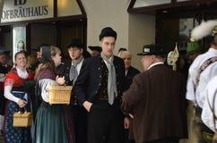 传统礼服的荷兰语人员- Oktoberfest 免版税图库摄影