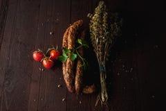 传统简单的膳食设定了用肉和菜 图库摄影