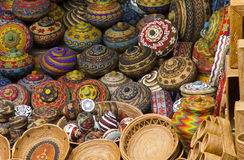 传统篮子五颜六色的工艺品 免版税库存图片
