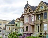传统维多利亚女王时代的房子在旧金山 免版税库存照片