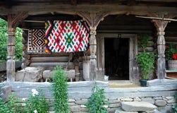 传统罗马尼亚农村房子入口 免版税图库摄影
