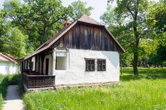 传统罗马尼亚家的巴纳特村庄民族志学博物馆 库存图片