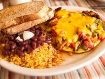 传统美国早餐的吃饭的客人 库存图片