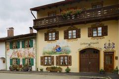 传统老被绘的房子的外部在米滕瓦尔德,德国 免版税图库摄影