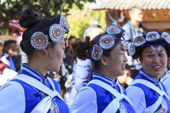 传统舞蹈家在云南中国 免版税库存照片