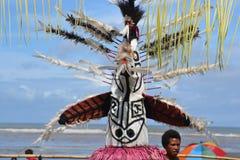 传统舞蹈屏蔽节日巴布亚新几内亚 库存图片