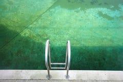 传统航空开放池公共的游泳 免版税库存照片