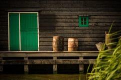 传统荷兰木风车 免版税库存照片