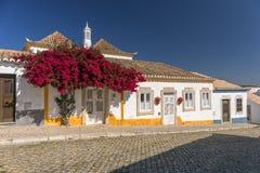 传统葡萄牙议院, Tavira,葡萄牙 免版税库存照片