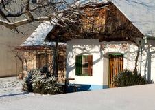 传统葡萄酒库在冬天 图库摄影