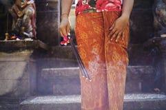 传统衣裳的巴厘语妇女 库存照片