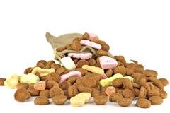 传统袋子文化荷兰语充分的gingernuts 免版税库存照片