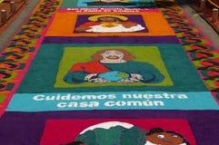 传统锯木屑地毯宗教节日洪都拉斯2018年 库存图片