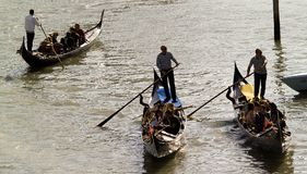 传统长平底船美丽的景色  免版税图库摄影