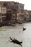 传统长平底船美丽的景色  库存图片