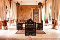 传统阿拉伯安排为放松 免版税库存图片