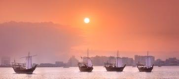 传统阿拉伯小船在多哈怀有,卡塔尔 免版税库存图片