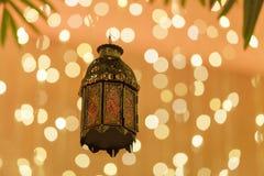 传统阿拉伯灯笼为赖买丹月,屠妖节打开了 库存照片
