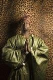 传统非洲衣物的人 免版税库存图片