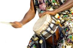 传统非洲鼓的球员 图库摄影