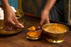 传统ayurvedic印第安的按摩 免版税库存图片