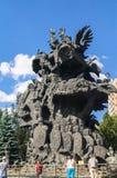传说`雕刻的构成`树由著名建筑师祖拉布Tseriteli的 莫斯科动物园,俄罗斯 免版税库存照片