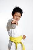 传送带男孩实践的黄色 免版税库存照片
