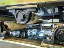 传送带过滤压榨机从污水取消过量水在污水Trea 免版税库存照片