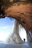 传道者海岛冰洞结冰的瀑布,冬天 免版税库存图片