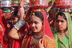 传统上加工好的Rajasthani舞蹈家 库存照片