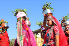 传统上加工好的Rajasthani舞蹈家 库存图片