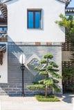 传说上有名大厦和街灯 免版税库存图片