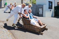 传统下坡爬犁旅行在马德拉岛,葡萄牙 免版税图库摄影
