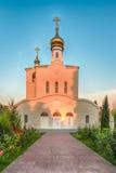 传统东正教在伏龙芝城,小村庄在克里米亚 库存照片