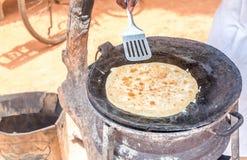 传统乌干达早餐用cha做的劳力士的准备 库存照片