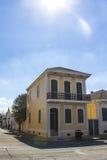 传统二层楼的房子在新奥尔良 免版税库存照片