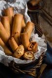 传统亚洲人油煎的弹簧劳斯用调味汁 免版税库存照片