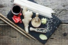 传统亚洲成份姜根,烂醉如泥的姜,干 免版税图库摄影