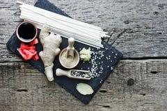 传统亚洲成份姜根,烂醉如泥的姜,干 库存照片