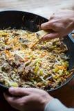 传统亚洲牛肉与菜回面 库存照片