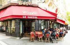 传统巴黎人咖啡馆Le Castel,法国 免版税图库摄影