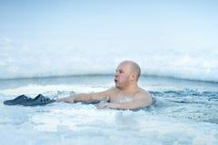传统俄国冬天休闲游泳 免版税库存图片