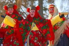传统俄国国庆节致力于冬天的终止:Maslenitsa 庆祝 3月17,2013 Gatchina, 图库摄影