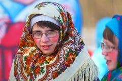 传统俄国国庆节致力于冬天的终止:Maslenitsa 庆祝 3月17,2013 Gatchina, 库存图片