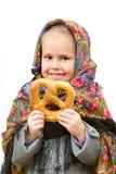 传统俄国披肩的一个小女孩 库存照片