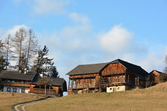 传统农厂房子在阿尔卑斯 库存图片