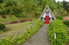 传统农村房子桑塔纳马德拉岛 库存照片