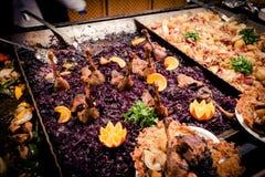 传统匈牙利食物在布达佩斯圣诞节市场上, 12月 库存照片