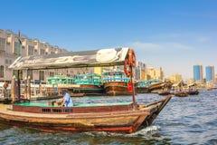 传统单桅三角帆船迪拜 免版税库存图片